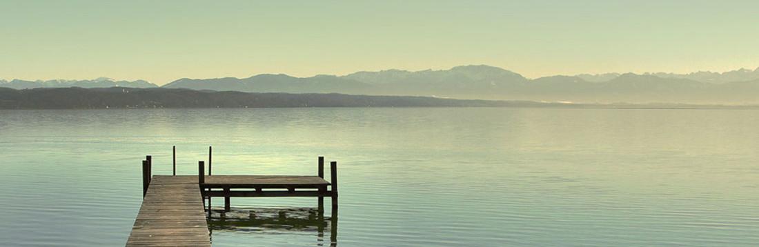 湖の風景画像